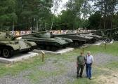 Внутренняя площадка музея военной техники.